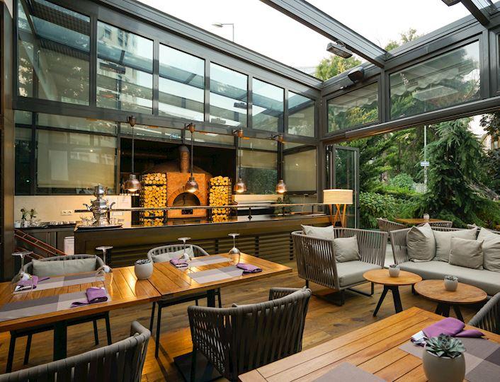 Aruni Restoran & Bar